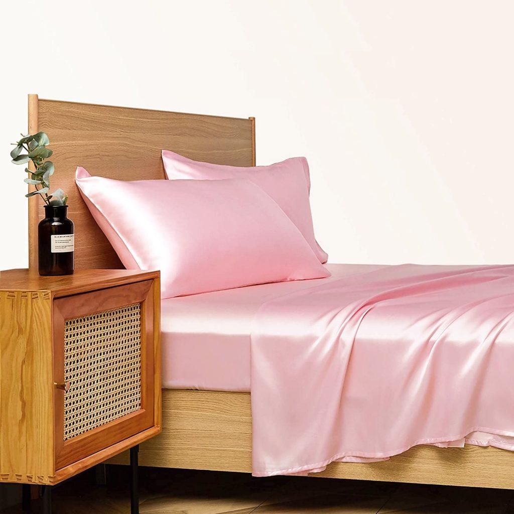 Satijnen kussensloop roze kamer 2
