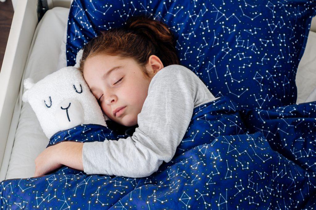 Verzwaringsdeken kinder sterren slapen
